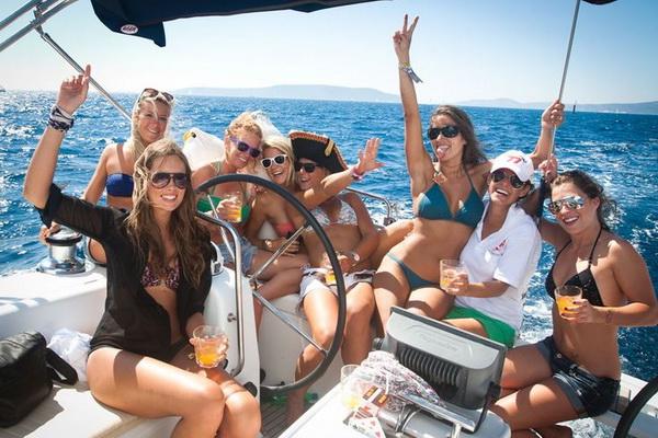 yacht-charter 600x400